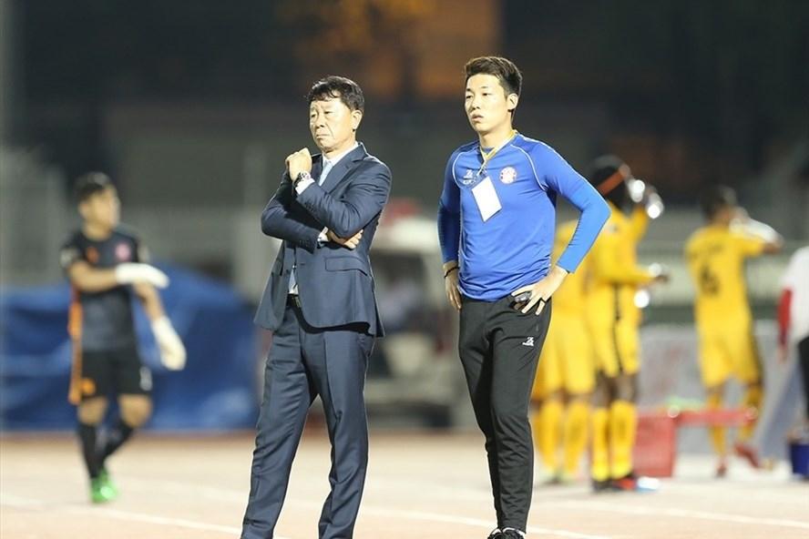 """HLV Chung Hae-seong: """"Bóng đá Việt Nam mà còn thế lực bên ngoài điều khiển sân cỏ thì chẳng bao giờ phát triển được"""""""