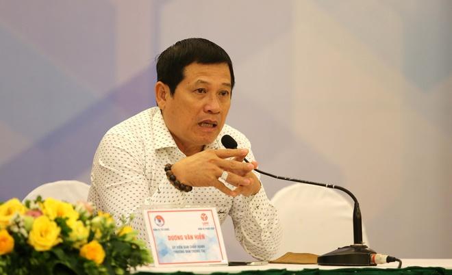 Trưởng ban trọng tài VFF Dương Văn Hiền bị 2 CLB yêu cầu cách chức