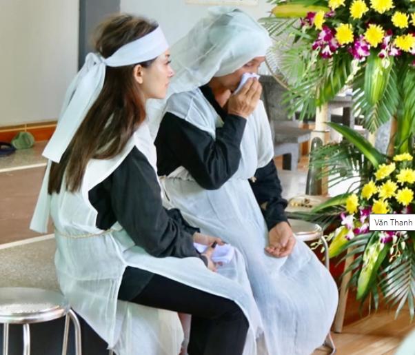 Đám tang bố Văn Thanh: Anh khóc cạn nước mắt, cố gọi cha nhưng ông ...