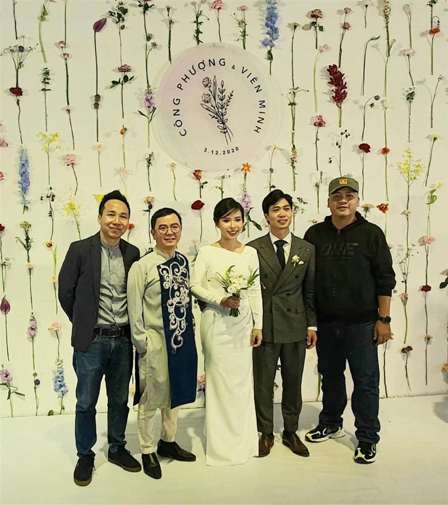 cong-phuong-gian-di-mac-1-bo-vest-x-uyen-3-dam-cuoi/