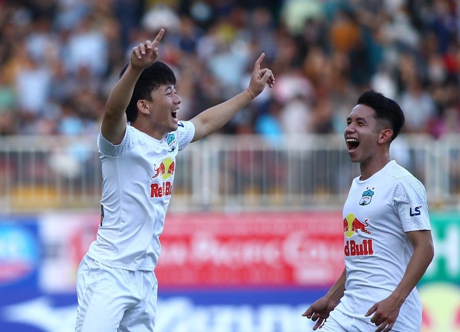 hagl-am-tron-ca-bon-giai-thuong-thang-4-o-v-league-2021