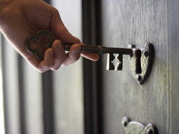Mơ thấy ai đó mở khóa