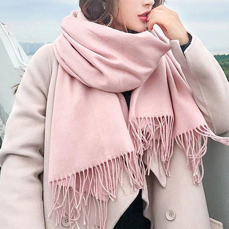 Mơ thấy ai đó tặng khăn tay màu hồng hoặc mình tặng ai đó khăn tay màu hồng