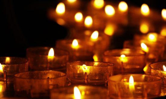 Mơ thấy bàn thờ đang có nhiều nến thắp sáng