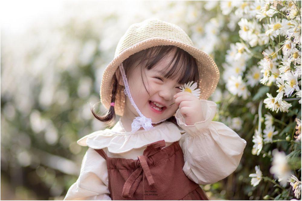 Mơ thấy bé gái cười