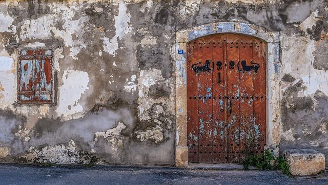 Mơ thấy cánh cửa cũ