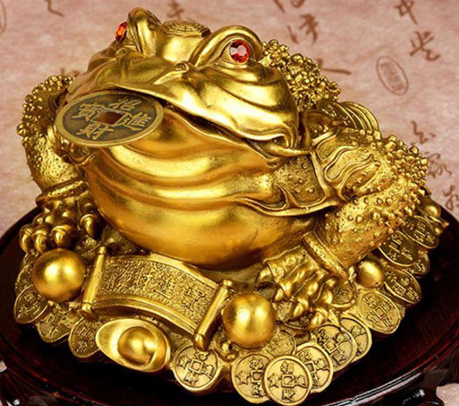 Mơ thấy cóc được làm bằng vàng