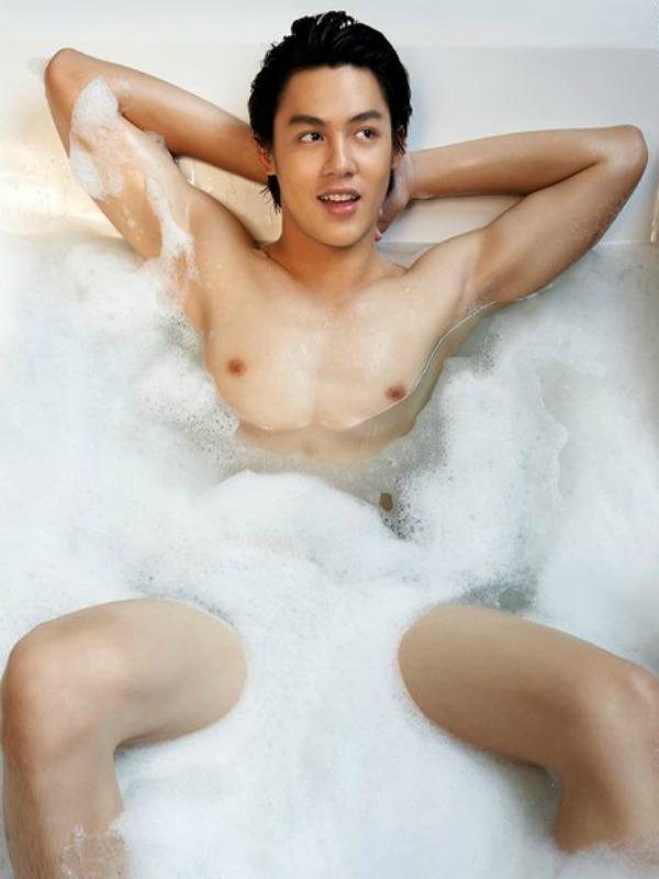 Mơ thấy đàn ông khỏa thân tắm