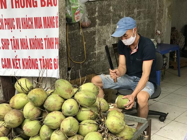Mơ thấy đang chặt quả dừa