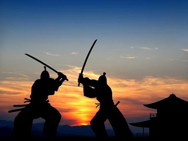 Mơ thấy cầm kiếm đánh nhau