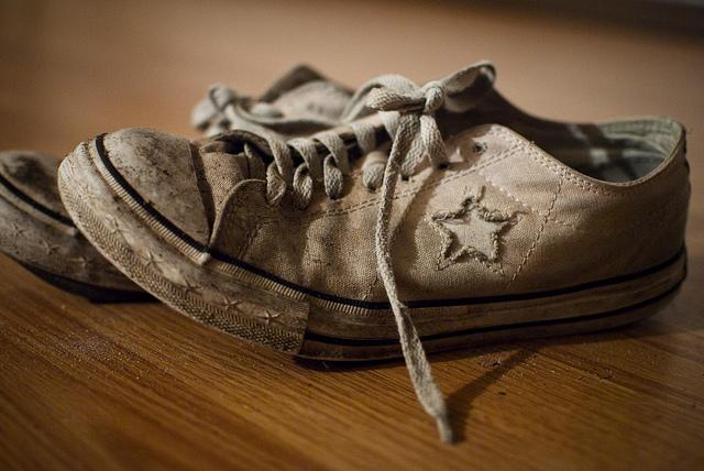 Mơ thấy đi giày dép cũ