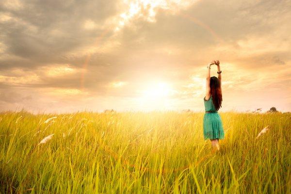 Mơ thấy đang đi giữa trời nắng