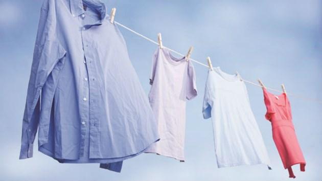 Mơ thấy giặt và phơi áo cho chồng