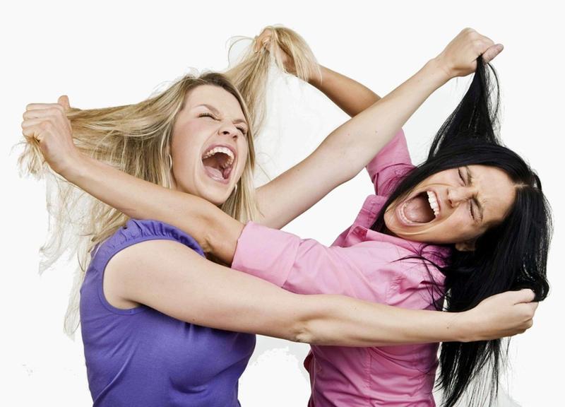 Mơ thấy chị em gái đánh nhau