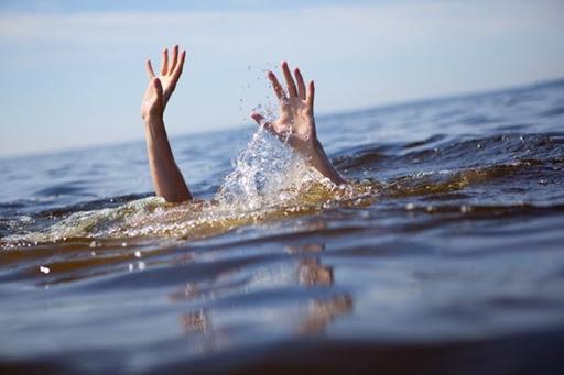 Mơ thấy hai người đàn ông chết đuối