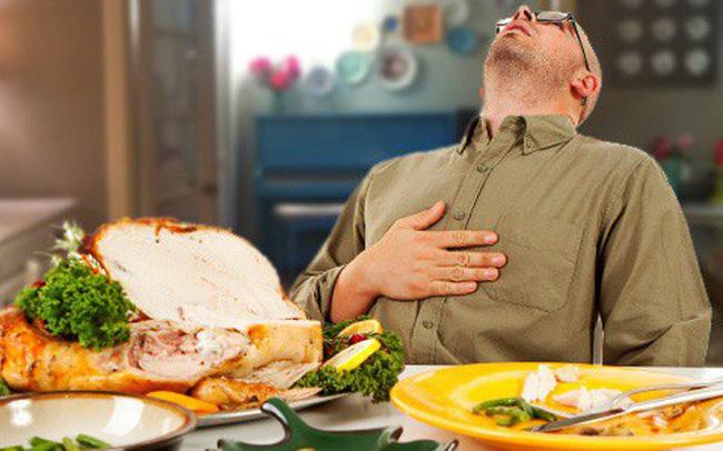Mơ thấy ăn trưa khiến bạn quá no