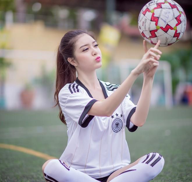 Mơ thấy mình đá bóng