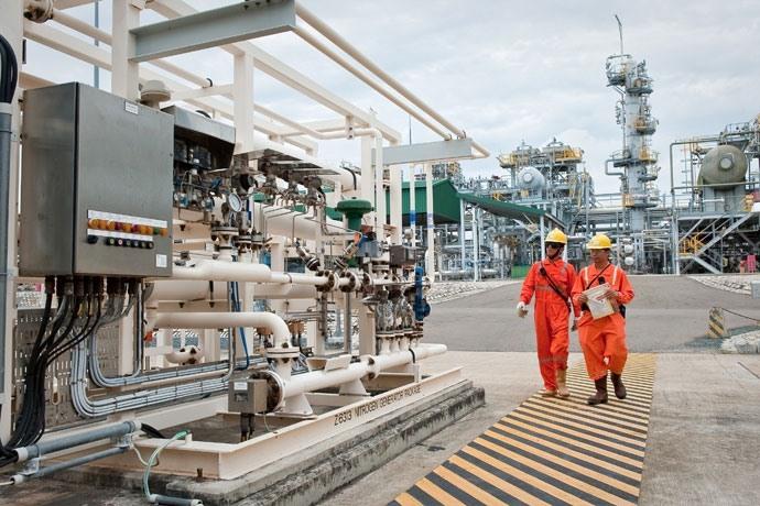 Mơ thấy mình đi vào nhà máy lọc dầu