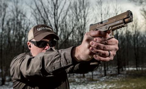 Mơ thấy mình là thợ săn tay cầm súng lục