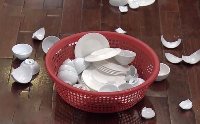 Mơ thấy mình làm vỡ bát đĩa