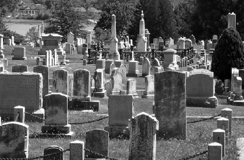 Mơ thấy nghĩa địa ban đêm