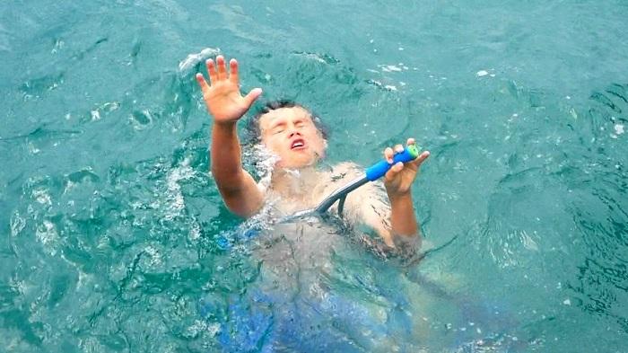 Mơ thấy có người bị đuối nước và sắp chết đuối nhưng mình không cứu