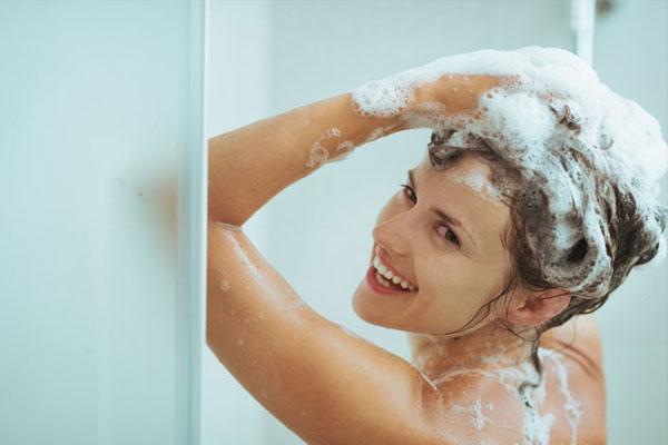 Mơ thấy người khác đang tắm