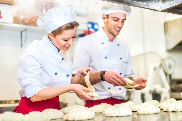 Mơ thấy người khác làm bánh