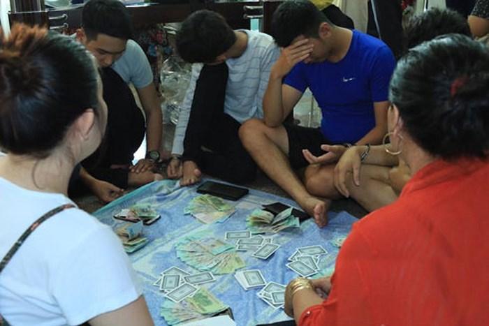 Mơ thấy người rủ đánh bạc