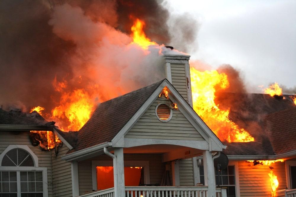 Mơ thấy nhà hàng xóm bị cháy