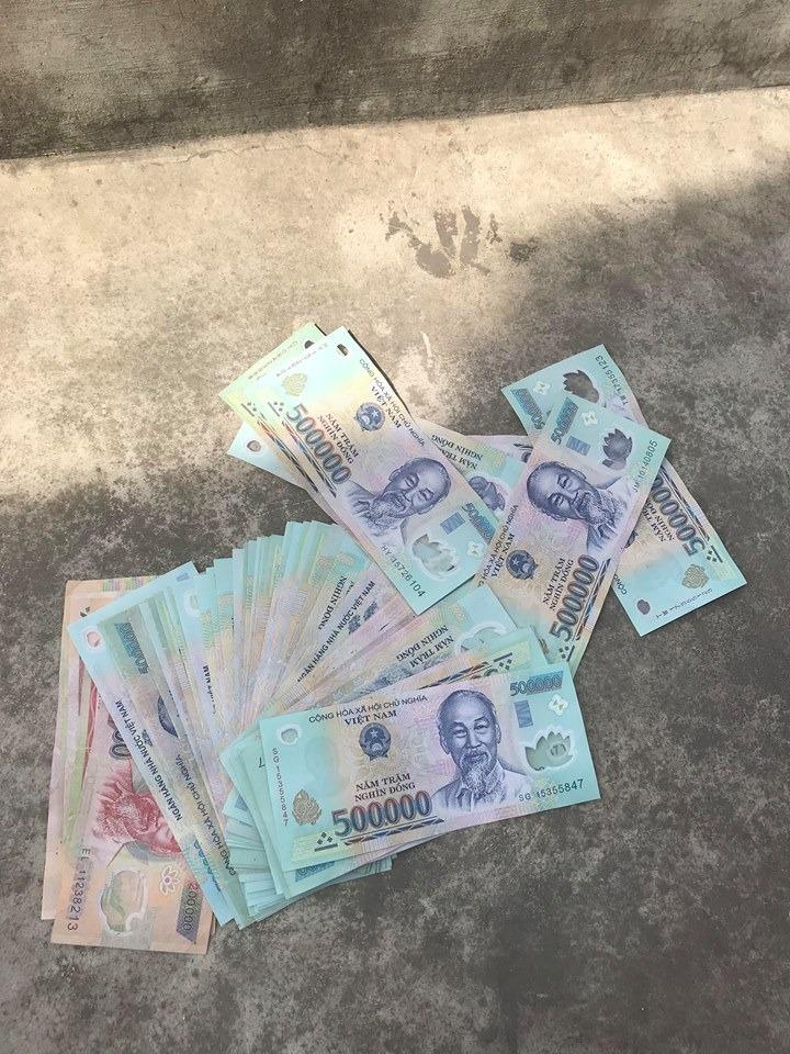 Mơ thấy nhặt được nhiều tiền trên con đường vắng