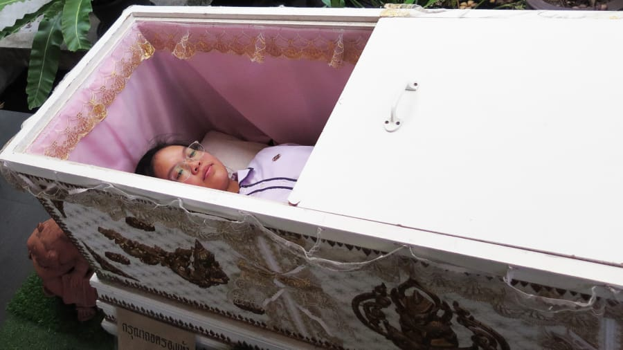 Mơ thấy quan tài có xác chết người thân trong nhà