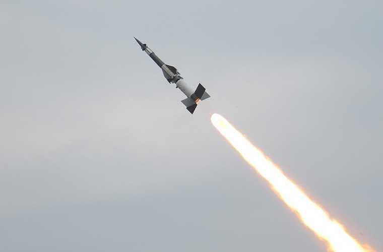 Mơ nhìn thấy tên lửa bay trên bầu trời
