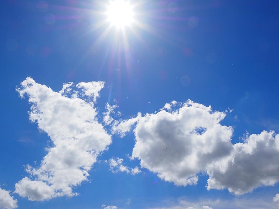 Nằm mơ thấy bầu trời xanh với cái nắng chói chang