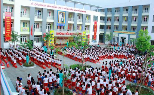 Mơ thấy trường học có đông học sinh