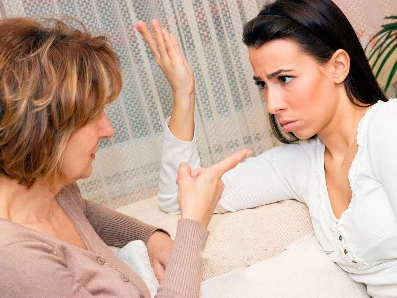 Mơ thấy vợ hoặc mẹ cãi nhau với bà hàng xóm
