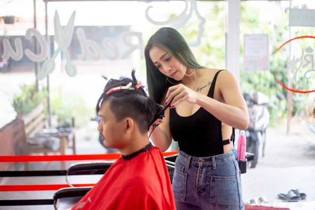 Phụ nữ đã kết hôn mơ thấy mình cắt tóc cho chồng